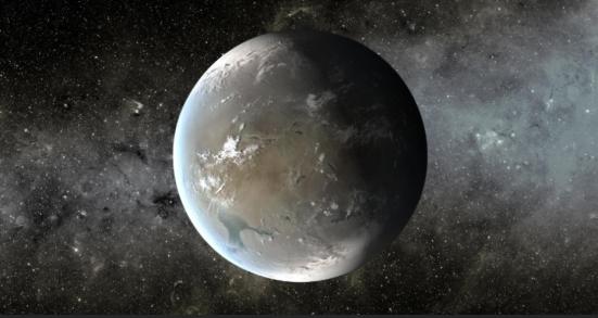 O Kepler-62f (em concepção artística na imagem) é um planeta 40% maior do que a Terra, a 1.200 anos-luz de distância. A órbita em torno de seu sol é de 267 dias, o que o coloca na zona habitável do sistema planetário. Seu tamanho é conhecido, mas a composição não, apesar de os cientistas acreditarem que ele é rochoso
