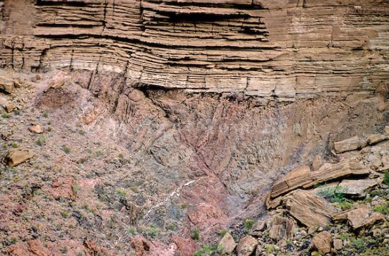 Grande Unconformity, o contato entre Vishnu Xisto abaixo e camadas sedimentares de Tapeats Sandstone acima