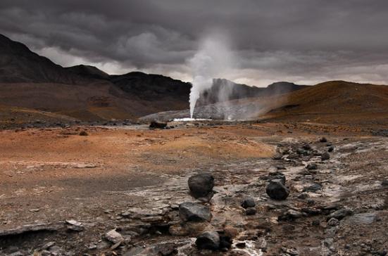 Um campo de gêiseres chamado The Geysers localizado na Cordilheira dos Andes do norte do Chile. CRÉDITO: Gerald Prins