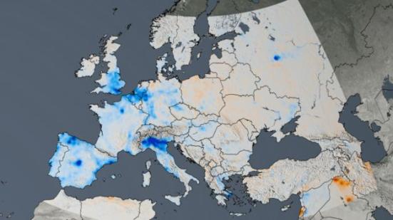 Image caption Mudanças na Europa entre 2005 e 2014; quanto mais forte é o azul, maior foi a queda nas emissões. Goddard Space Flight Center l Nasa