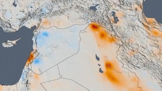 Image caption Mapa mostra que emissões caíram entre 2005 e 2014 na Síria em guerra (área com manchas em azul) e avançaram no Iraque, que produz muito petróleo (onde há mais marcas vermelhas, à direita). Goddard Space Flight Center l Nasa