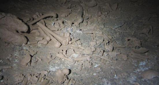 Ossos ESPALHADAS sacrificiais encontradas em Midnight Terror caverna de Belize que indicou o antigo Maya sacrificados crianças e deixou-os no que foi considerado um espaço sagrado em um período de aproximadamente 1.500 anos.