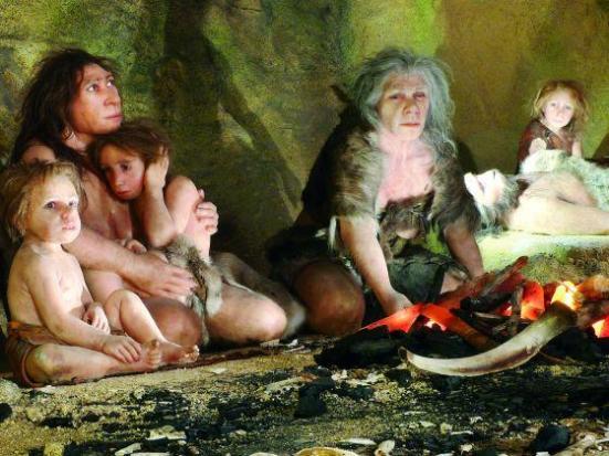 Uma exposição no Museu de Neanderthal, na Croácia mostrando a vida de uma família Neanderthal em uma caverna. Uma equipe internacional de pesquisa liderada por cientistas do Instituto Max Planck de Antropologia Evolucionária em Leipzig, em 2006, partiu para ler o genoma Neanderthal com precisão. Foto: Reuters