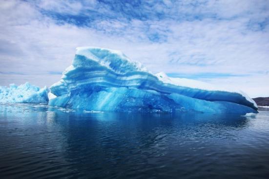 parido icebergs a partir das próximas geleiras gêmeas são vistos flutuando na água em 30 de Julho, 2013, em Qaqortoq, Greenland. (Foto: Joe Raedle / Getty Images)