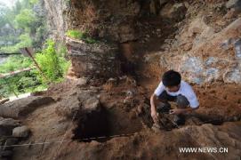 Homo erectus, foram encontrados em 1920 e 1930. Durante esta escavação, mais de 400 produtos de pedra, mais de 700 amostras de ossos de animais e algumas relíquias que carregam sinais de vidas passadas das pessoas tinha sido descoberto até agora.