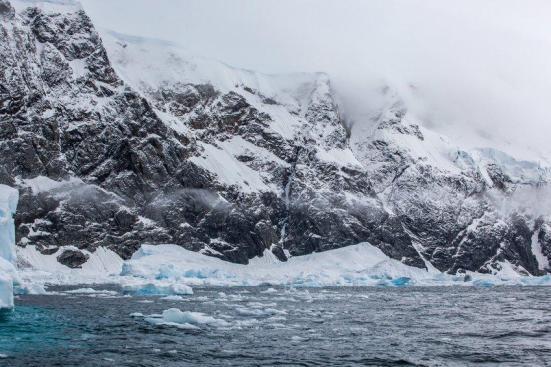 Depois de um aquecimento global extrema 252 milhões de anos atrás, uma extinção em massa grave da vida ocorreu na Terra. Um novo estudo no Ártico vem buscando pistas sobre o que o retorno limitado de vida para world's oceanos após este evento. Crédito: © sichkarenko_com / Fotolia