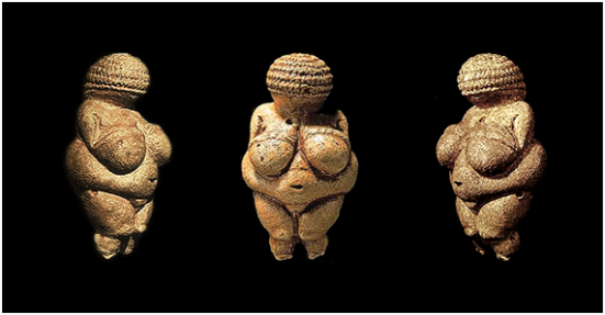 Estatueta de 11,1cm de altura, descoberta em 08 de agosto de 1908, por Josef Szombathy, na Áustria - na região de Willendorf. Datada em 23 mil anos ou Período Gravetiano.
