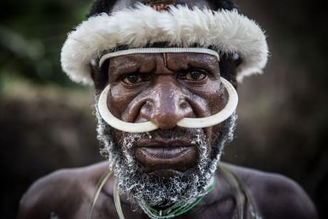 A genética dos povos da Papuásia Ocidental, bem como a dos aborígines australianos, que fornece informações importantes para a reconstrução das primeiras migrações para fora da África. (Agung Parameswara / Getty Images)