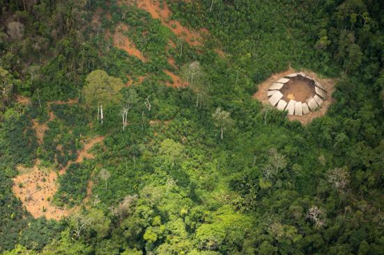 A estrutura, chamada de yano, é pensado para ser o lar de cerca de 100 pessoas. © Guilherme Gnipper Trevisan / Hutukara