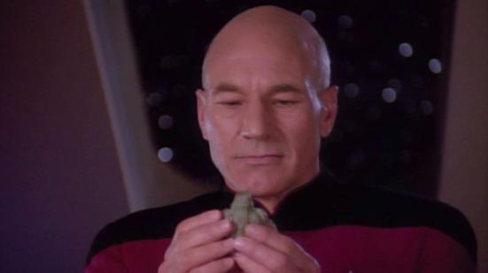 """Star Trek: A Próxima Geração alcança esta explicação no episódio """"The Chase"""", na foto acima. E é a peça central do recente filme Prometheus, também."""