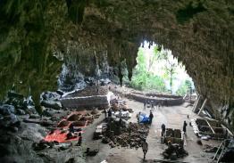 Caverna Liang Bua. Clique para ampliar
